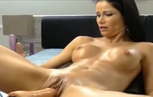 Machine fucked and squirting